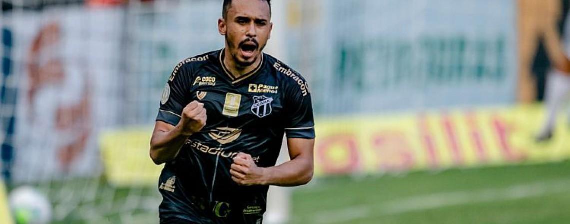 Lima comemora gol marcado contra o Atlético-MG, na Série A (Foto: AURÉLIO ALVES/O POVO)