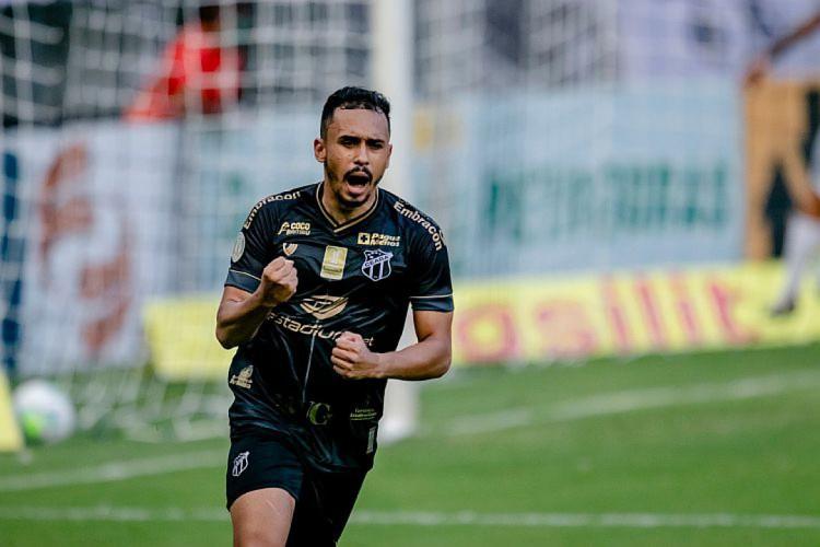 Lima marcou o primeiro gol do Ceará contra o Atlético-MG (Foto: AURÉLIO ALVES/O POVO)
