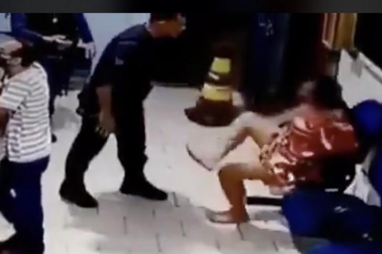 Com a divulgação do vídeo, vítima disse que irá até a corregedoria da Polícia Militar em Campo Grande (MS) para registrar Boletim de Ocorrência (Foto: Reprodução/Twitter)