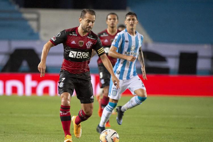 Libertadores: com um a menos, Flamengo segura empate com Racing (Foto: )
