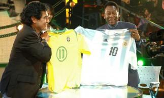 Pelé participou do programa que Maradona apresentava na Argentina em 2005