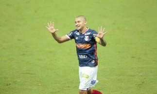 Wellington Paulista, atacante do Fortaleza, chegou ao centésimo gol na história do Brasileirão