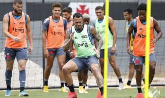 Vasco treina para jogo contra Defensa y Justicia hoje, pela Sul-Americana. Confira onde assistir ao vivo à transmissão e provável escalação de cada time