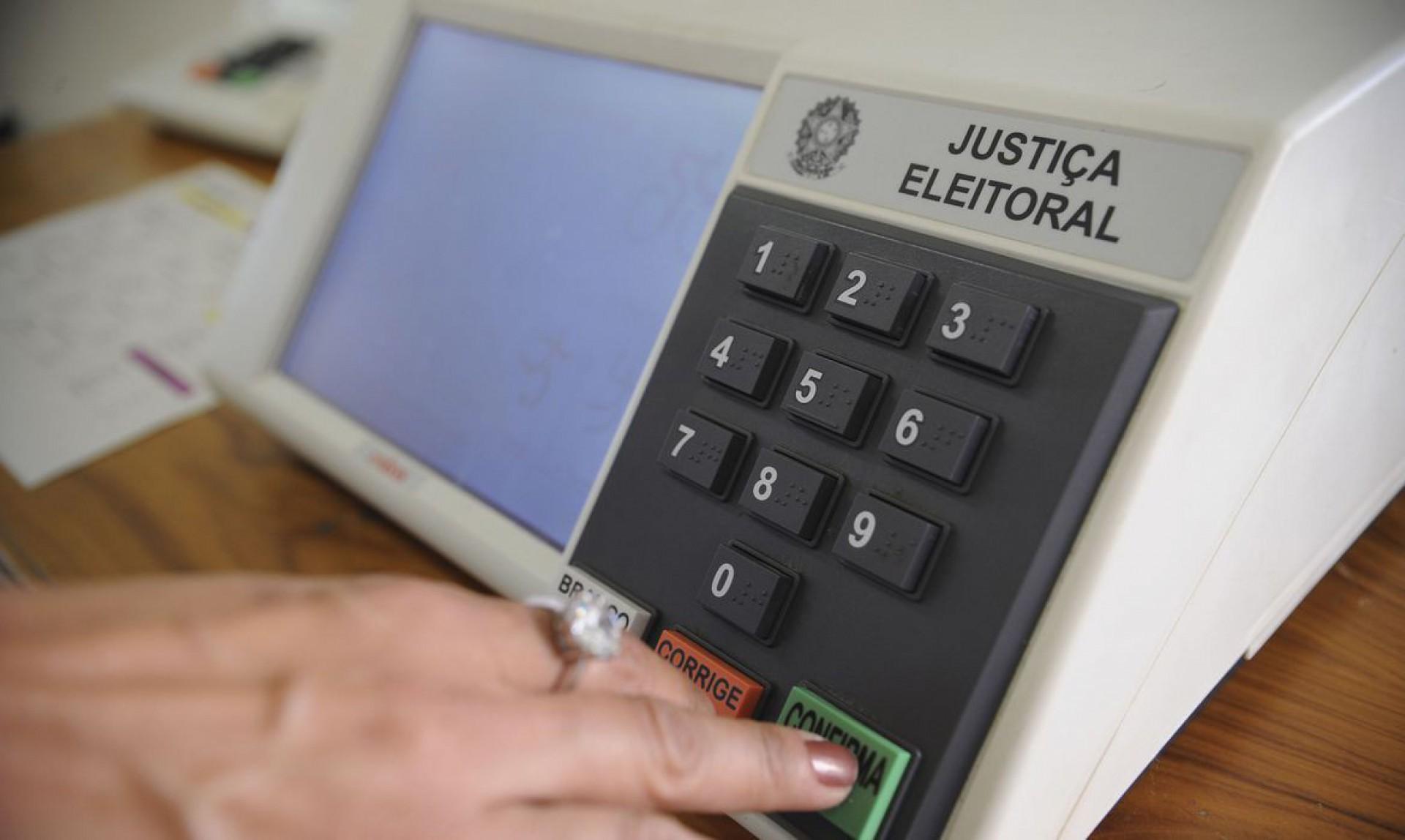 A urna eletrônica foi instaurada como oficial em 1996 (Foto: FABIO RODRIGUES-POZZEBOM/ABR)