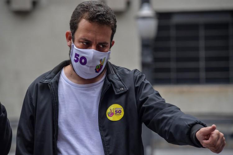 Intimado pela Polícia Federal, Boulos terá que se apresentar na superintendência da PF em São Paulo no dia 29.  (Foto: Nelson ALMEIDA / AFP)