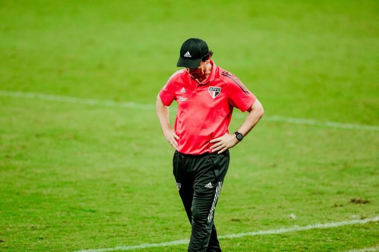 Fernando Diniz lamentou eliminação do São Paulo para o Grêmio na semifinal da Copa do Brasil (Foto: JÚLIO CAESAR)