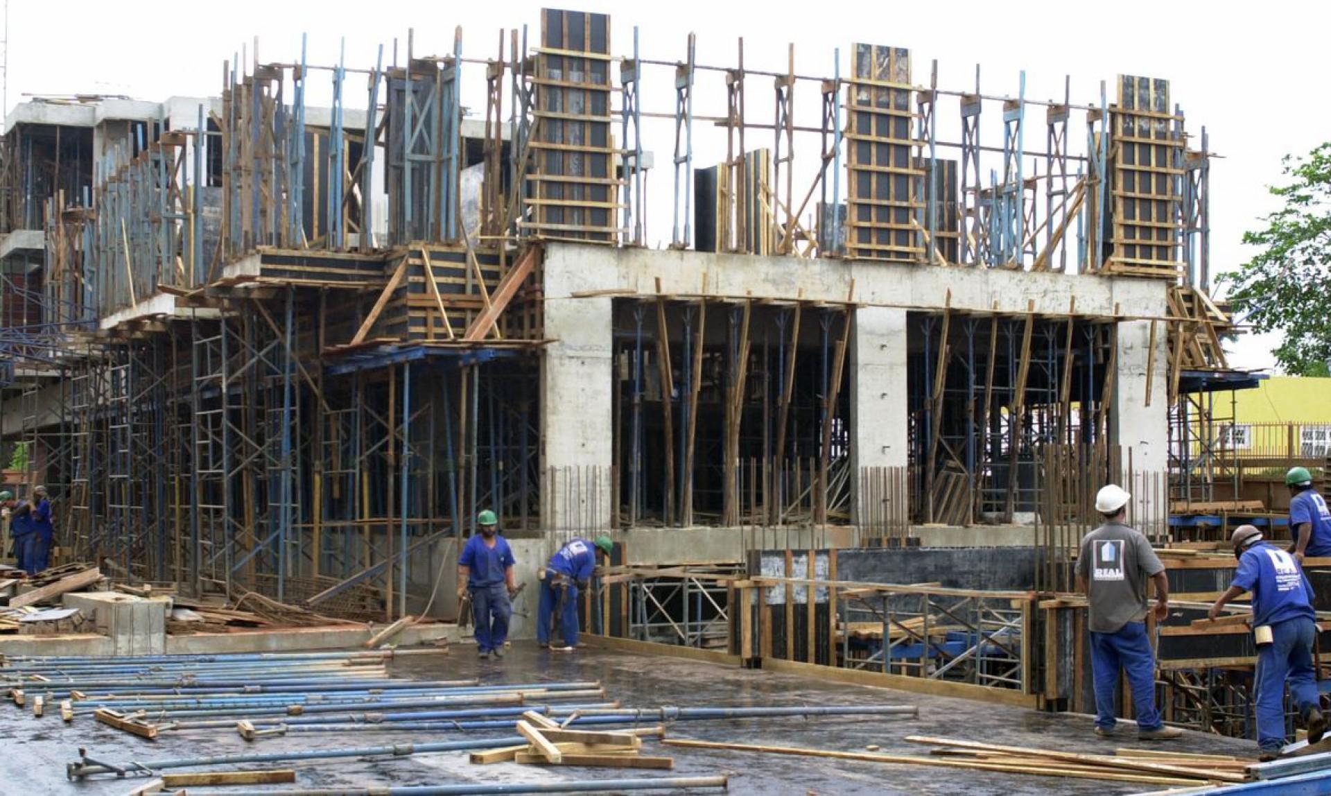Indústria e construção não estão incluídas no lockdown e empresários dos setores devem manter otimismo