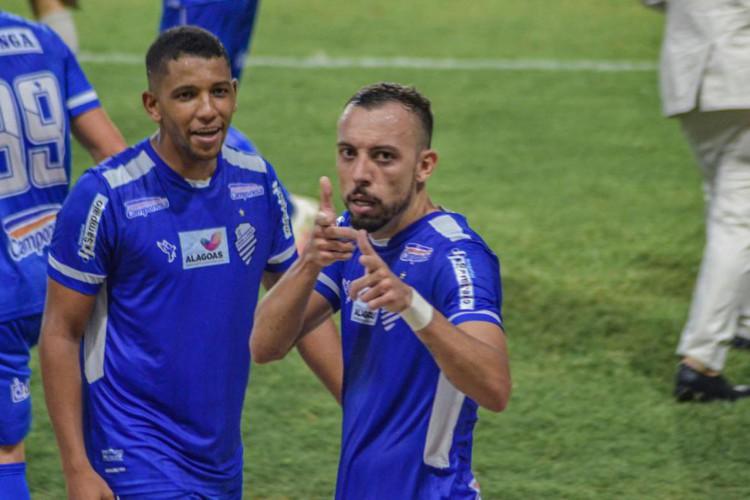 CSA derrota Ponte Preta e fica a três pontos do G4 da Série B (Foto: )