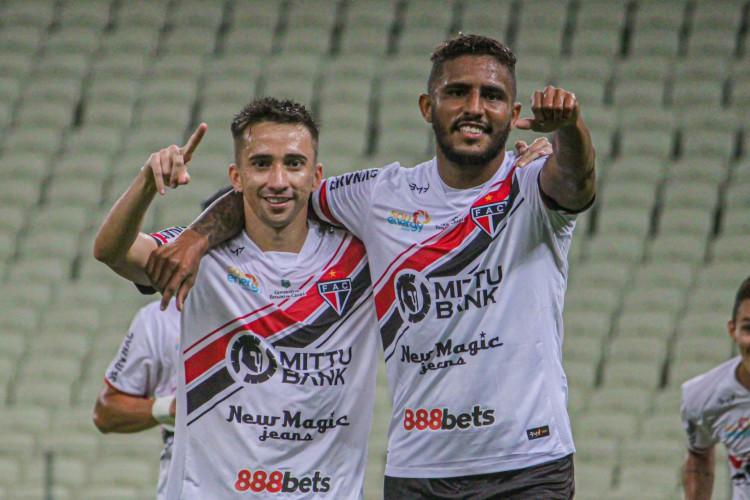 Willian Lira (à direita) marcou quatro gols na partida (Foto: Lenilson Santos/Ferroviário)