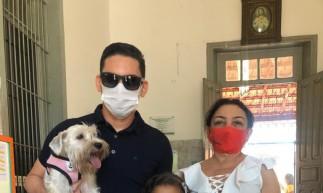 Família levou cachorrinha para local de votação