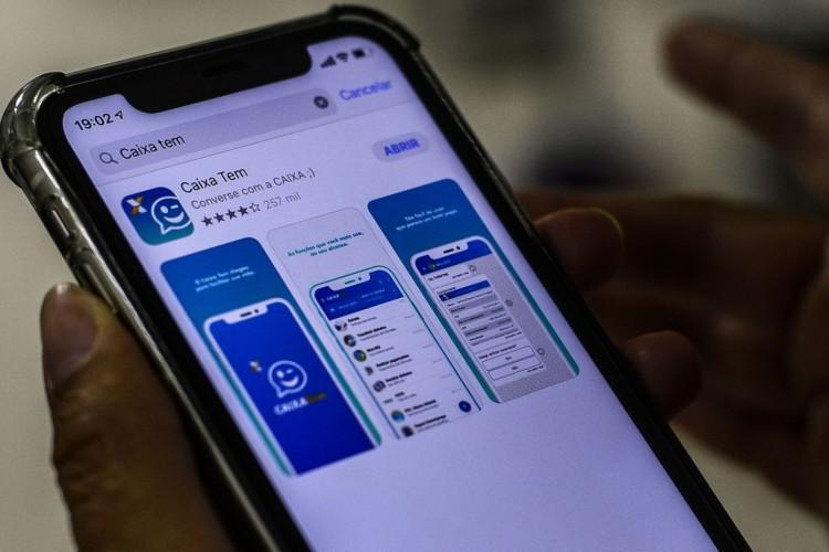 O aplicativo Caixa Tem foi lançado em 2019 e reforçou o repasse do auxílio emergencial, mas pode se tornar um banco digital com foco em pessoas de baixa renda ainda em 2020 (Foto: Marcello Casal JrAgência Brasil)