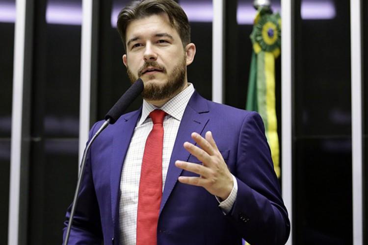 Parlamentar é filho do atual prefeito de Juazeiro do Norte, Arnon Bezerra (PTB) (Foto: Reprodução/Câmara dos Deputados)