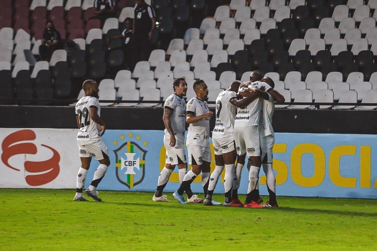 Jogadores do Ceará comemoram gol na partida contra o Vasco da Gama, em São Januário, pelo Campeonato Brasileiro Série A (Foto: Fausto Filho / Ceará SC)