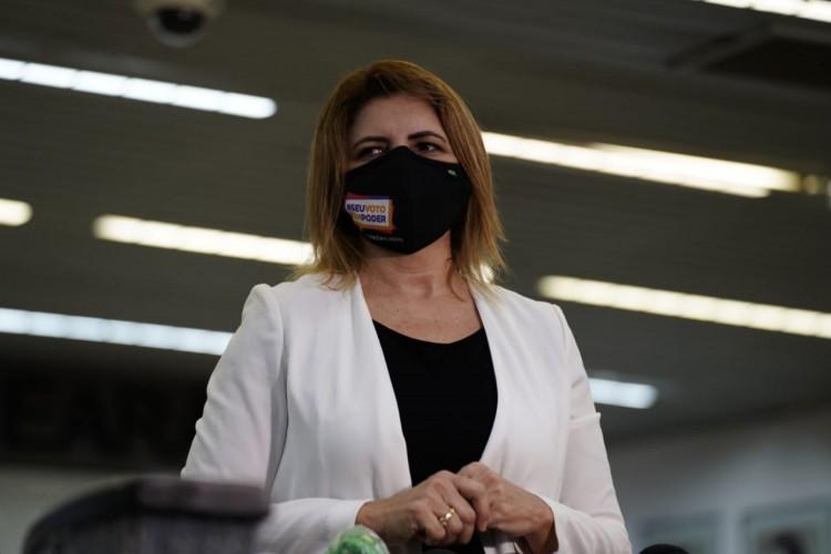 Edna Saboia, coordenadora de eleições do TRE, em coletiva nesta terça-feira, 1º (Foto: Júlio Caesar/O Povo)