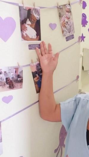 Confira imagens do mural, das mães e profissionais da equipe que organizara ação.  (Foto: Divulgação/Santa Casa de Sobral)