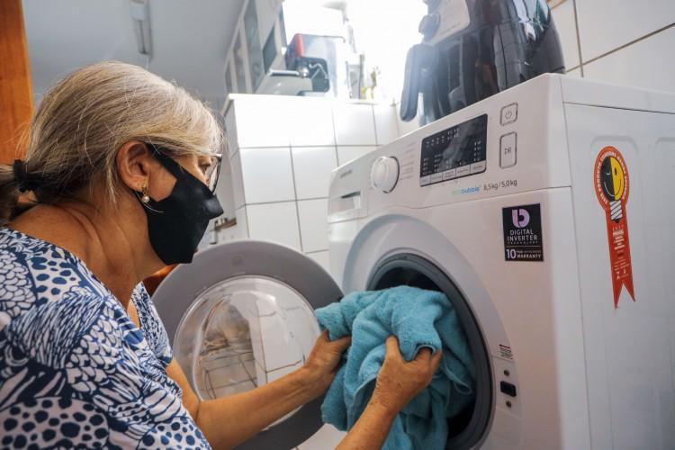 Ambiente mais úmido pode dificultar o processo de lavagem e secagem das peças  (Foto: FCO FONTENELE)