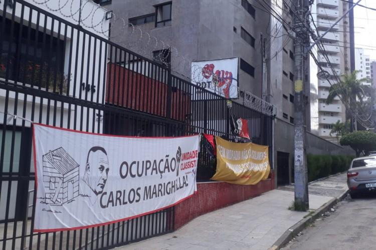 Moradores da Ocupação Carlos Marighella, no Mondubim, reivindicam, na sede do PDT Ceará, reunião com Roberto Cláudio e Sarto. (Foto: LEITOR VIA WHATSAPP O POVO)