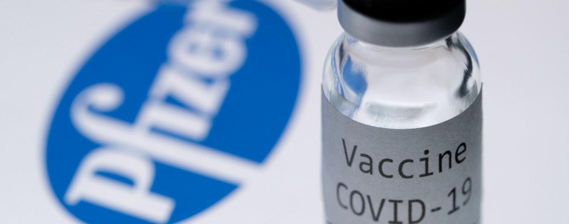 Negociação da compra de 70 milhões de doses da vacina contra a Covid-19 da empresa Pfizer avançam, segundo Ministério da Saúde (Foto: JOEL SAGET / AFP)