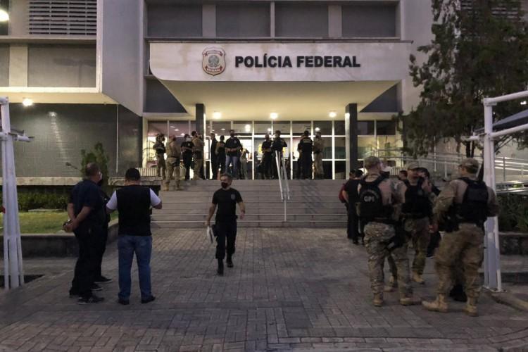 Movimentação em frente a sede da PF do Ceará (Foto: Divulgação)