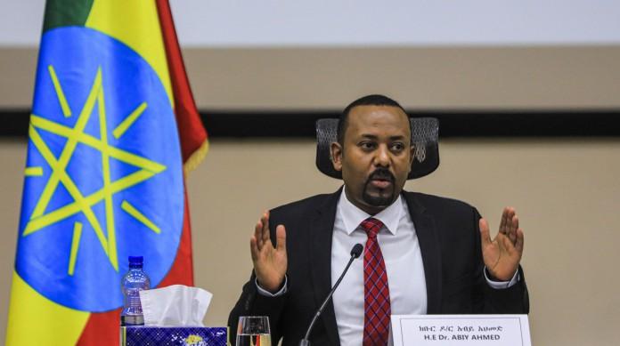 Primeiro-ministro etíope Abiy Ahmad, vencedor do Nobel da Paz, discursa ao Parlamento e declara vitória sobre a Frente de Libertação dos Povos de Tigray, o TPLF