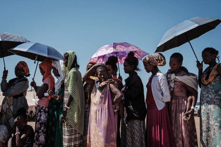 Refugiados etíopes no Sudão, principalmente da região de Tigray, onde ocorre o conflito entre o TPLF e o governo central (Foto: Yasuyoshi Chiba/AFP)