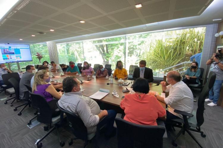 Reunião entre Prefeitura e representantes da Ocupação Carlos Marighella determina cessão de terreno público para construção de moradias populares. (Foto: DIVULGAÇÃO/DPCE)