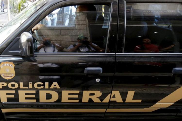 Carro da PF durante operação no Rio de Janeiro.28/07/2015.REUTERS/Sergio Moraes (Foto: REUTERS/Sergio Moraes)