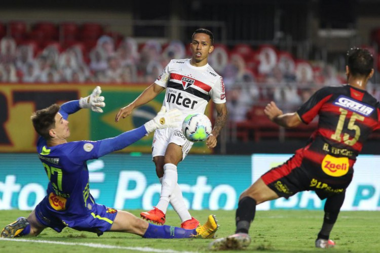 São Paulo vence o Sport e se mantém na liderança isolada da Série A (Foto: Rubens Chiri)