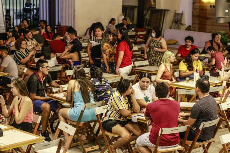 RELAXAMENTO do cumprimento de medidas sanitárias como uso de máscara e distanciamento social impacta no número de casos de Covid-19 (Foto: Barbara Moira)