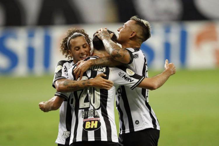 Atlético-MG empata com Internacional e fica mais longe do líder (Foto: )