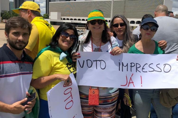 A deputada federal Bia Kicis discursou durante o evento e questionou a credibilidade da urna eletrônica, embora não tenha apresentado evidências de fraude nas eleições brasileiras. (Foto: Reprodução/ Twitter )