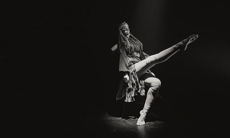 Maria Vitória interpreta 'Clarices', obra produzida com exclusividade para a 'Semana Clarice', do O POVO