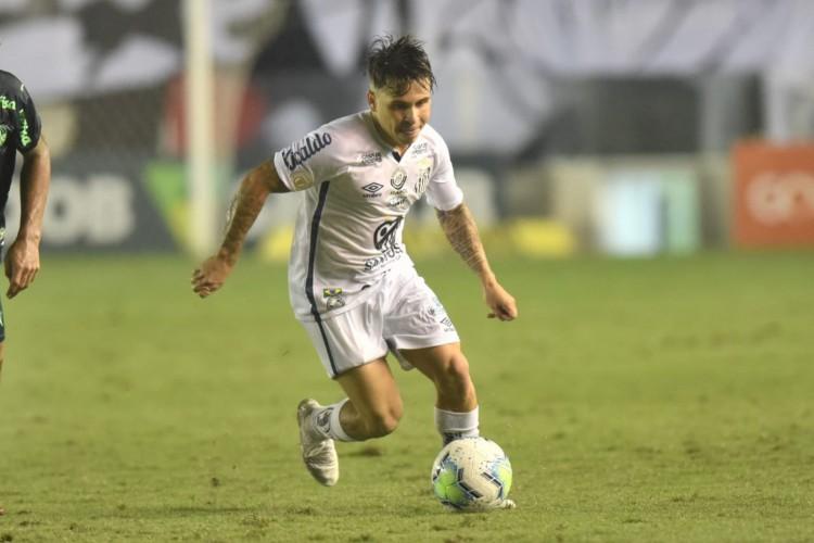 Meia Soteldo com a a bola no jogo Santos x Palmeiras, na Vila Belmiro, pelo Campeonato Brasileiro Série A (Foto: Ivan Storti/Santos FC)