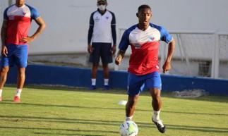 Atacante Yuri César durante treino do Fortaleza no Centro de Excelência Alcides Santos, no Pici