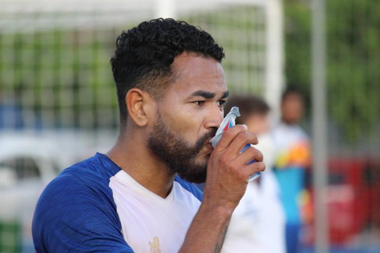 Jackson e Fortaleza ainda não entraram em acordo sobre a renovação e o zagueiro segue com futuro indefinido  (Foto: Bruno Oliveira/Fortaleza EC)