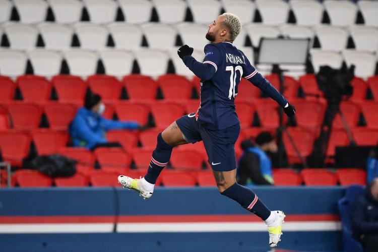 Neymar tem contrato com o PSG até a metade de 2020, mas o desejo do clube francês é renovar o vínculo atual (Foto: FRANCK FIFE / AFP)