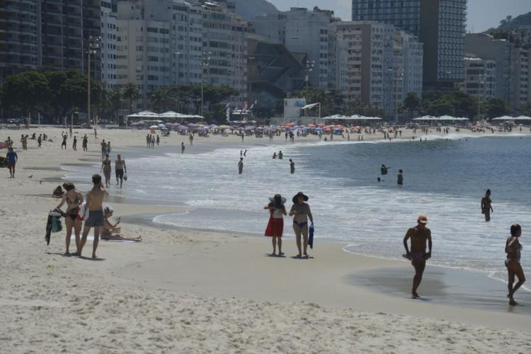 Prefeitura do Rio veta piscinas, mas mantém uso das praias (Foto: )