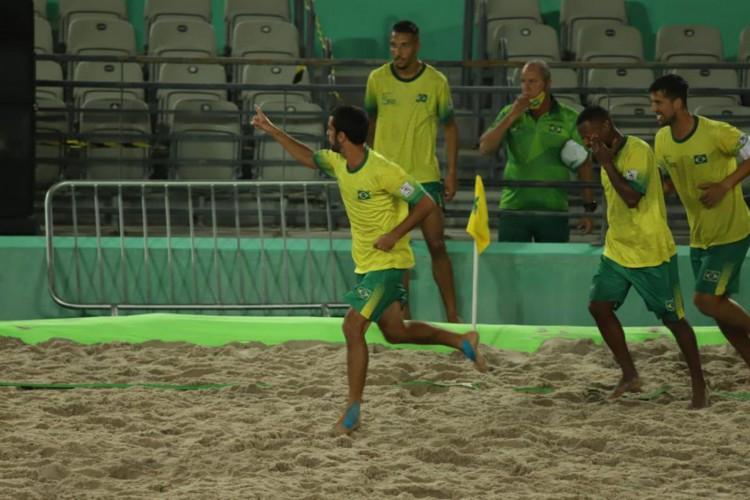 Brasil e México encerram 1ª fase do Mundial de Futebol de Areia Raiz (Foto: )
