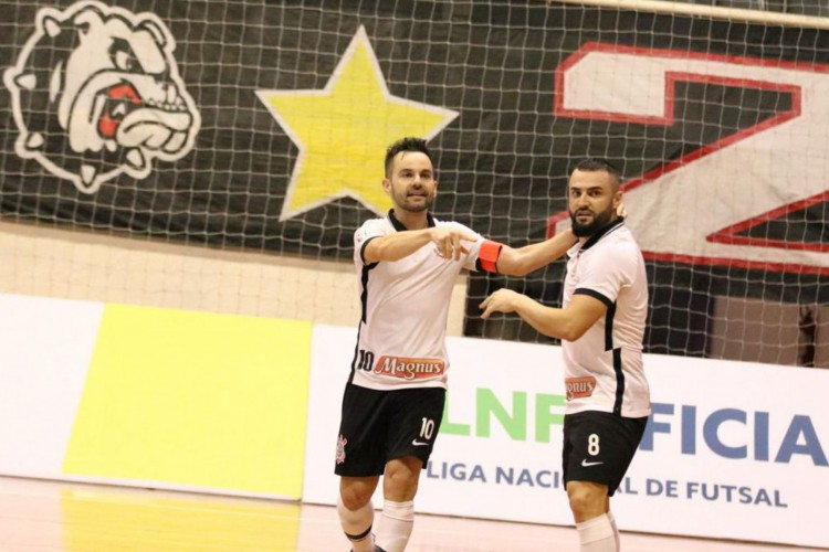 LNF: Deives brilha, Corinthians bate Joinville de novo e vai a final (Foto: )