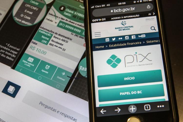 Pix é o pagamento instantâneo brasileiro. O meio de pagamento criado pelo Banco Central (BC) em que os recursos são transferidos entre contas em poucos segundos, a qualquer hora ou dia. É prático, rápido e seguro. (Foto: Marcello Casal JrAgência Brasil)