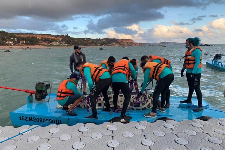 Processo de translocação iniciou na quarta e se estendeu até esta quinta-feira no início da manhã com biológos, veterinários, voluntários e efetivos da PM e Corpo de Bombeiros (Foto: Matheus Facundo/O POVO)