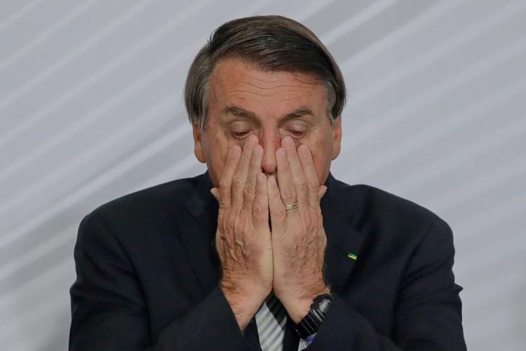 De acordo com a pesquisa, a desaprovação do presidente é maior que a do ministro da Saúde, Eduardo Pazuello.  (Foto: SERGIO LIMA / AFP)