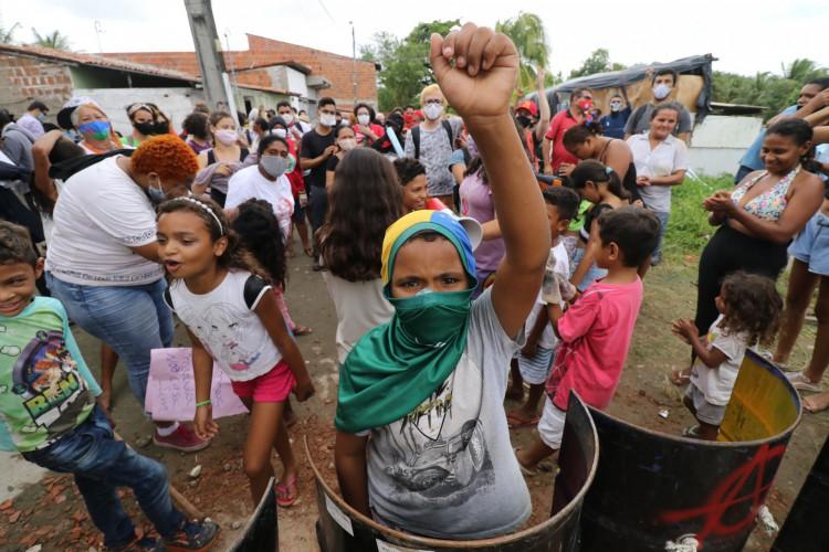 Moradores da ocupação Carlos Marighella fizeram vigília e resistiram contra a ordem de despejo marcada para a manhã desta sexta-feira, 11.  (Foto: Fabio Lima)