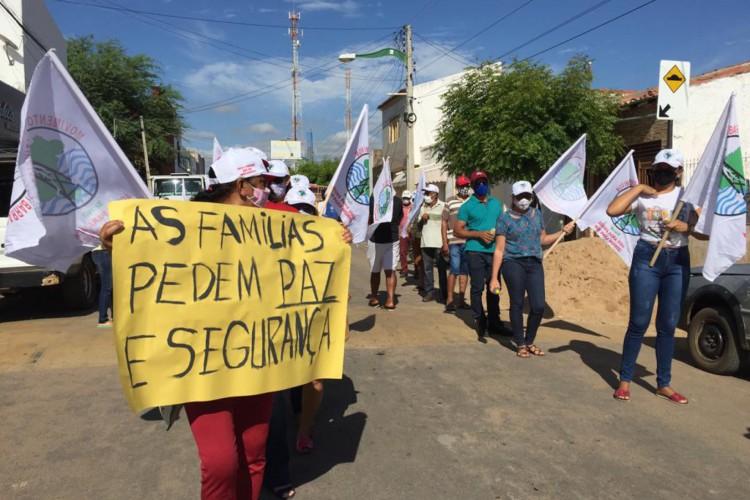 Manifestação reuniu cerca de 150 pessoas e percorreu ruas do município de Brejo Santo para chamar atenção para as famílias que são diretamente afetadas por complicações de barragens no Ceará (Foto: Reprodução/ WhatsApp O POVO)