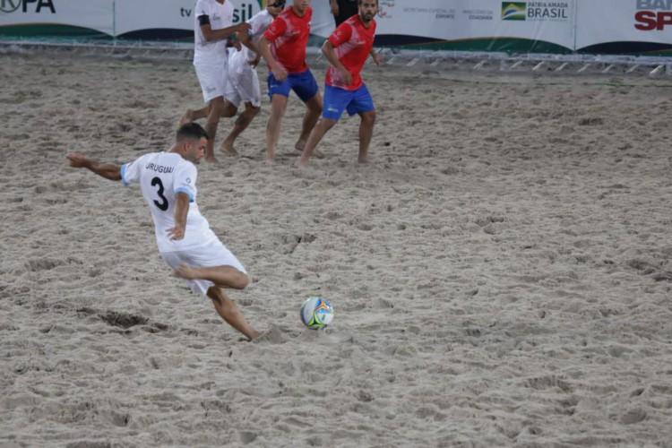 França e Uruguai estão na semi do Mundial de Futebol de Areia Raiz (Foto: )