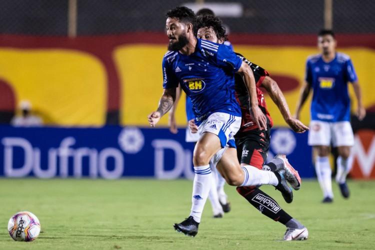 Cruzeiro vence Vitória em Salvador e respira na Série B (Foto: )