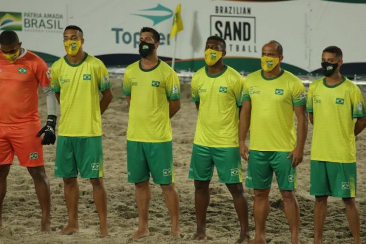 Brasil pega Angola nas quartas do Mundial de Futebol de Areia Raiz (Foto: )
