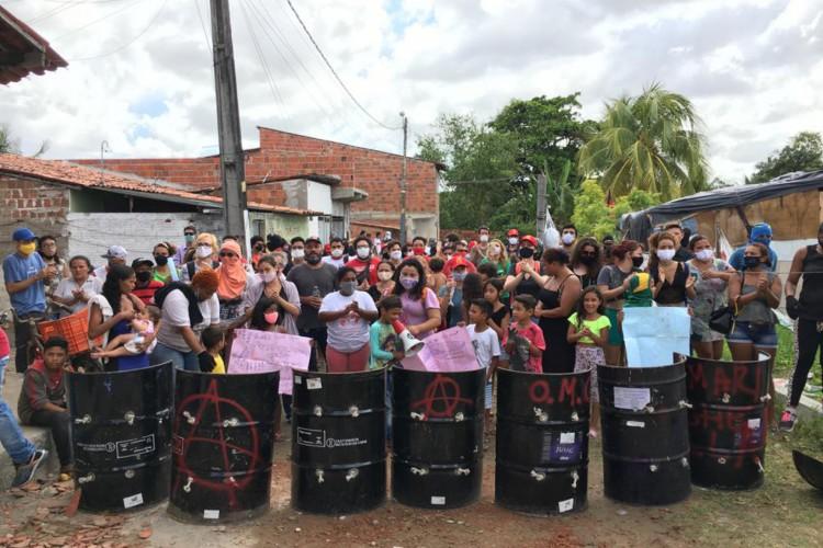 Moradores da ocupação Carlos Marighella fazem vigília em data marcada para despejo. (Foto: Fabio Lima)