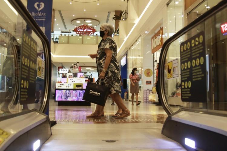FORTALEZA, CE, BRASIL, 12.12.2020: Camilo Santana lancou um novo decreto de final de ano que estende o tempo de abertura do comercio (Foto: Thais Mesquita/O POVO) (Foto: Thais Mesquita)