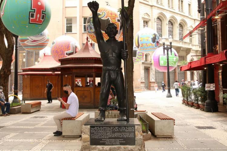São Paulo - Monumento a Zumbi dos Palmares, do artista plástico José Maria Ferreira dos Santos, na praça Antônio Prado, Sé. (Foto: Rovena Rosa/Agência Brasil; /Agência Brasil)